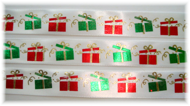 7/8 OFFRAY SATIN RED GREEN PRESENTS - 5 YARDS