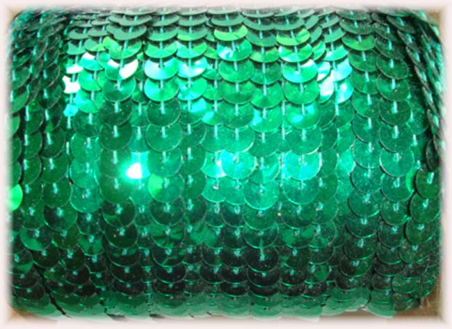 "CHRISTMAS GREEN SINGLE SEQUIN STRAND 1/4"" - 10 YARDS"